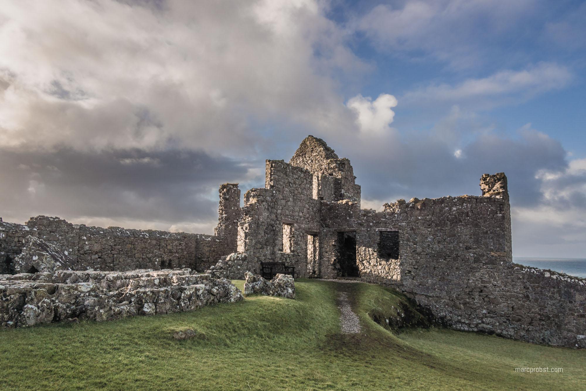 Dunluce Castle in Nordirland war ebenfalls ein Drehort für Games of Thrones